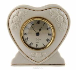 Настольные часы в форме сердца.